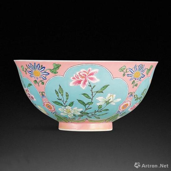 清康熙粉红地珐琅彩花卉纹碗