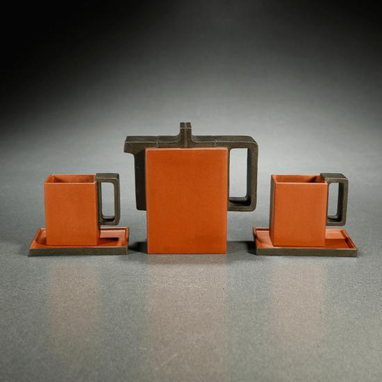 当代·施小马制红与黑茶道套组   起拍价RMB:220,000   成交价RMB:269,500