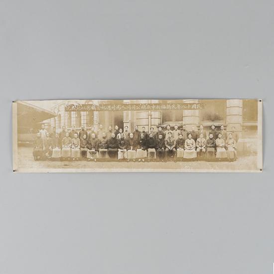 1929年荣毅仁家族茂新、福新、申新、总公司   三十周年长帧合影   起拍价RMB:4,000   成交价RMB:17,600
