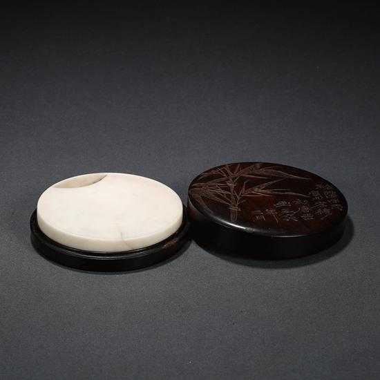 唐云画、徐孝穆刻 褚雷上款圆形白端砚   起拍价RMB:60,000   成交价RMB:165,000