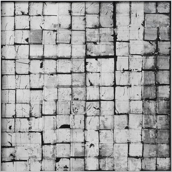 李皓,《 墨格No.4》, 渔线,银箔,纸本水墨,85cm85cm,2018