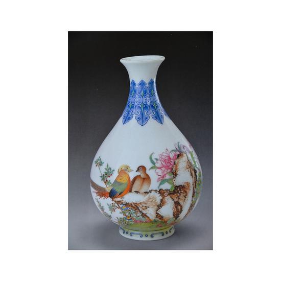 清乾隆款珐琅彩芍药雉鸡纹玉壶春瓶