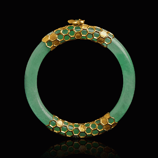 翡翠与珍珠、银等的完美结合,是修缮工匠的伟大创意