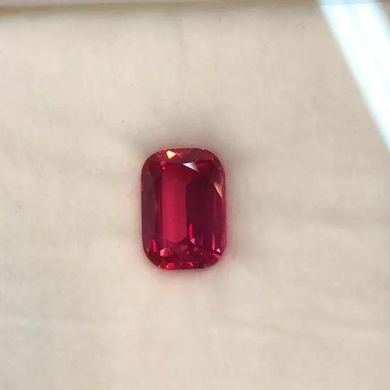 尖晶石220000美金/粒