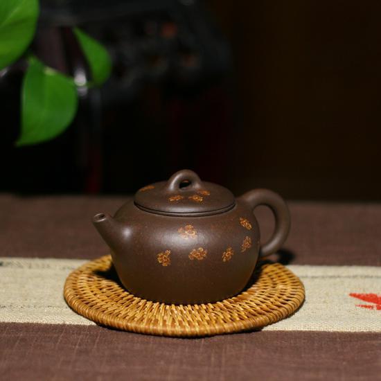 艺术家张建平作品 风华壶 泥料:老紫泥绞花装饰年代:2008 容量:300ml