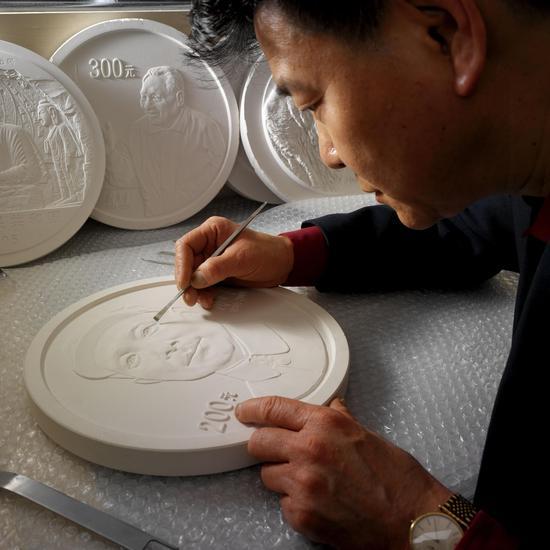 上海造币有限公司正高级工艺美术师罗永辉