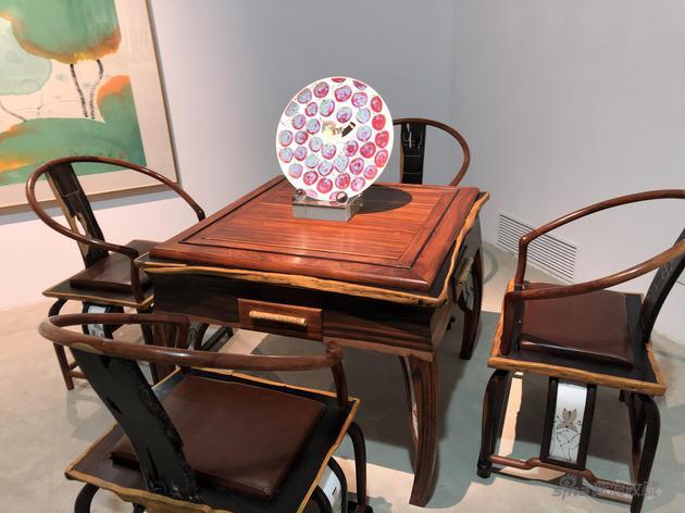 """""""和气生财""""檀香木桌椅"""