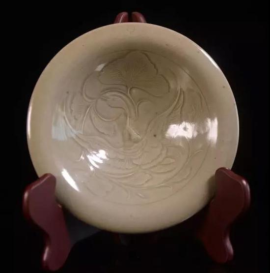 拍品:宋 耀州窑刻花碗 估价:20000-30000元
