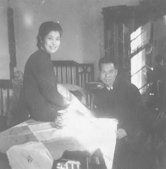 吴大羽夫妇在上海家中