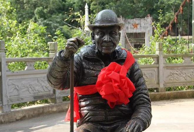 南侨机工翁家贵铜像落户惠通桥东岸