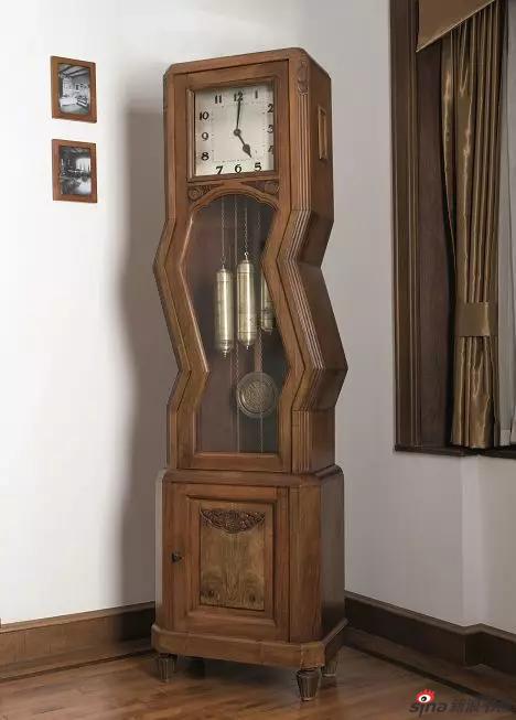 《时间抖了一下》200×40×30cm 胡桃木