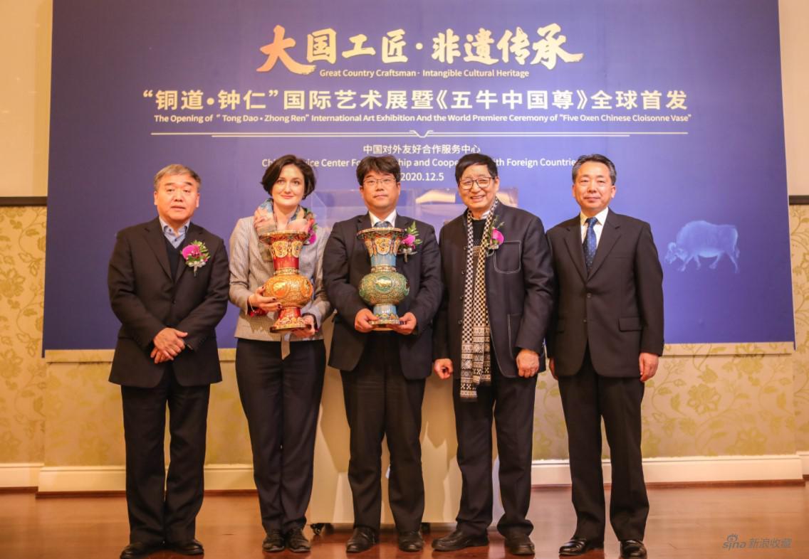 《五牛中国尊》被赠与俄罗斯、日本驻华使馆外交官员