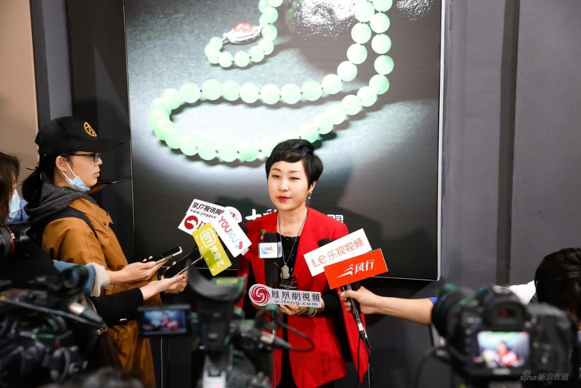北京七彩云南珠宝设计总监陈瑾接受媒体采访
