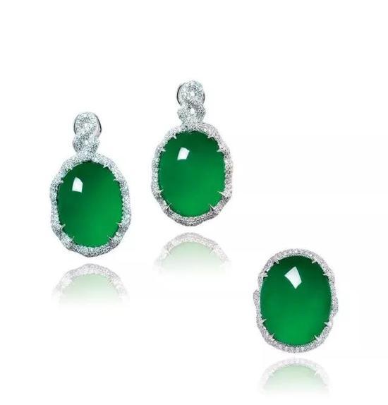 缅甸天然翡翠蛋面配钻石   戒指及耳环套装   成交价:6,372,000港币