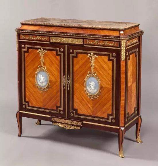 法国珍稀木材薄板贴面瓷匾装饰边柜 约1890 年