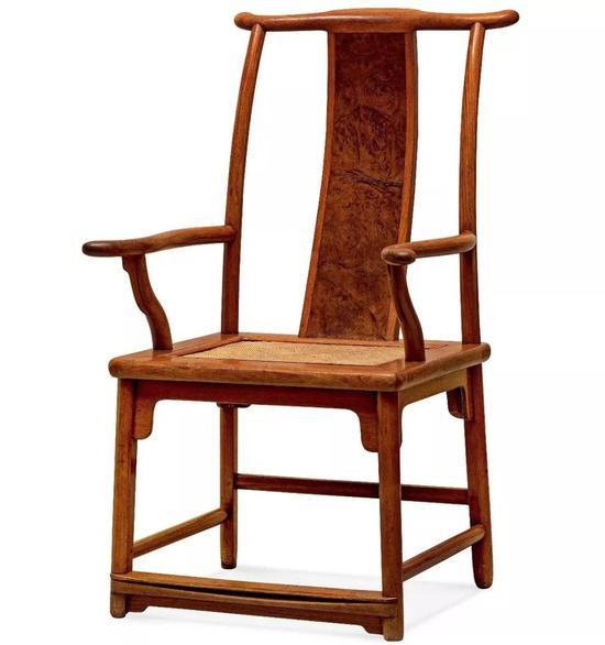 明末清初  黄花梨攒靠背活屉四出头官帽椅  62.5×63×108.5 cm 座面尺寸:55.5×49 cm  成交价:RMB 5,520,000
