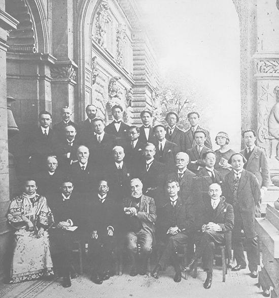 吴大羽(后排中间)留学法国时照片
