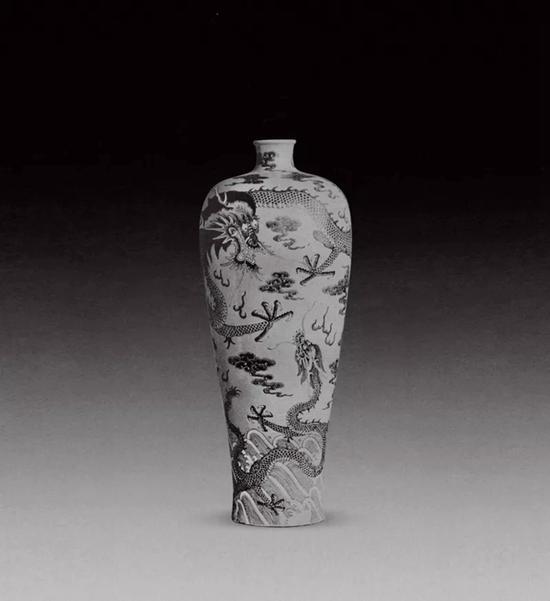 英国维多利亚和阿尔伯特博物馆藏   清雍正黄地青花龙纹瓶   高约66厘米