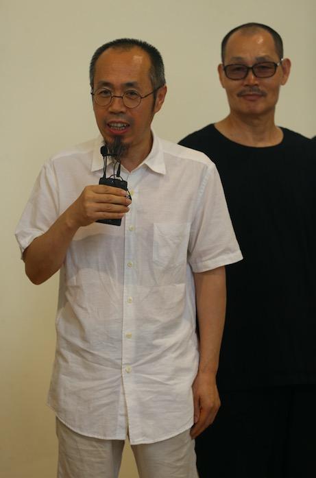 参展艺术家代表张浩在开幕式发言