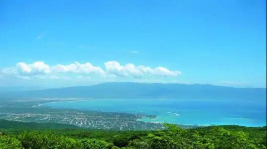 拉利玛:浓缩的蔚蓝海洋之美