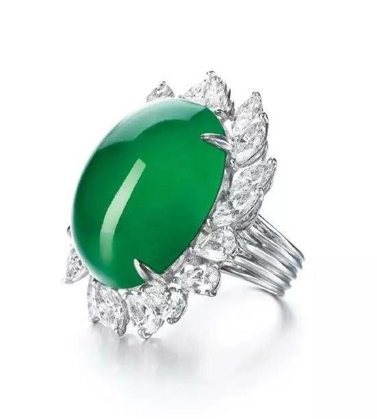 天然翡翠配钻石戒指   估价18,000,000 - 28,000,000港币