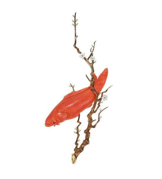 """钱钟书设计 18K金镶珊瑚""""赤鲤""""胸针   起拍价RMB:15,000   成交价RMB:24,200"""