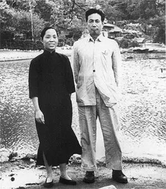 1960年代的陆俨少与妻子朱燕因