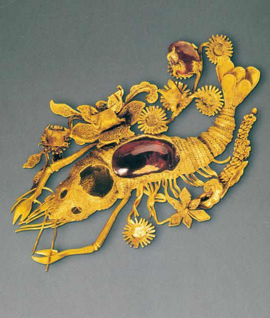 《累丝嵌珠宝虾型金饰》 清 首都博物馆藏
