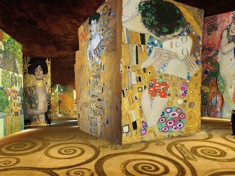 """巴黎开放""""光线工坊""""博物馆 以数码动态影像展示画作"""