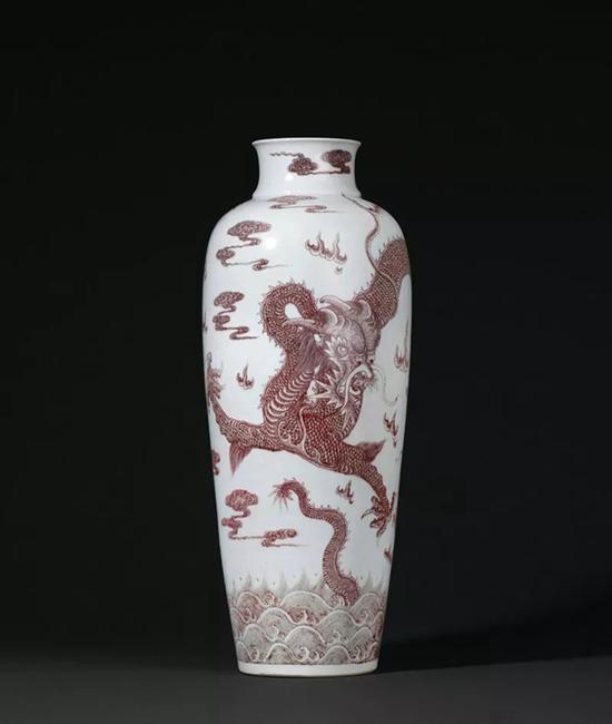 Lot 825 清乾隆 釉里红苍龙教子图大梅瓶   64cm。 High