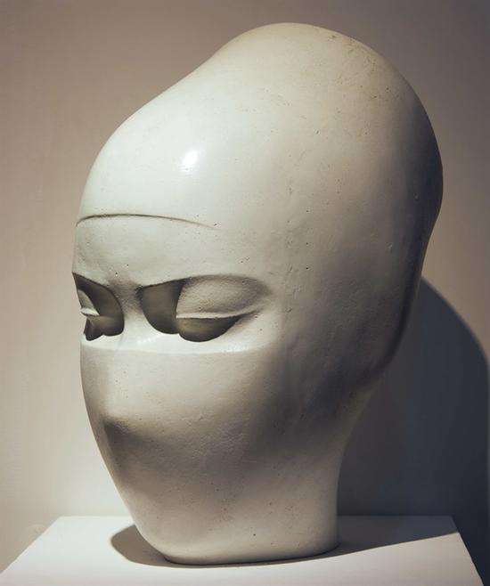 29。傅中望《生命使者》 玻璃钢 60cm×50cm×34cm 1984年 湖北美术馆藏