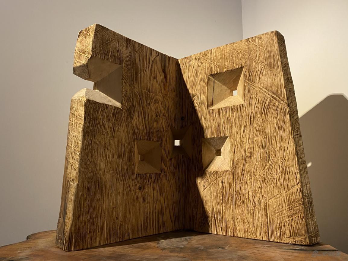 傅中望 《洞见》 雕塑,木 53×53×53cm 2020
