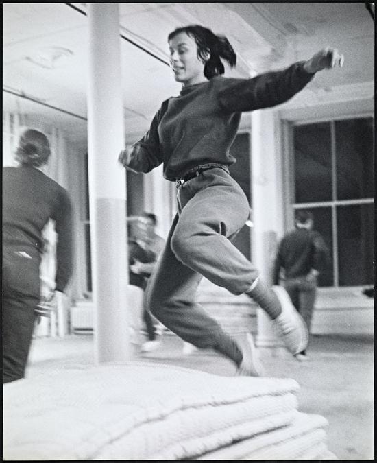 1965年《部分六重奏》排练现场,摄影:阿尔·吉斯