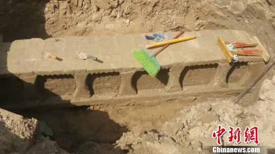 古墓中发掘出的壶牙床,保存比较完整,在全国也比较罕见。 方仁坤 摄