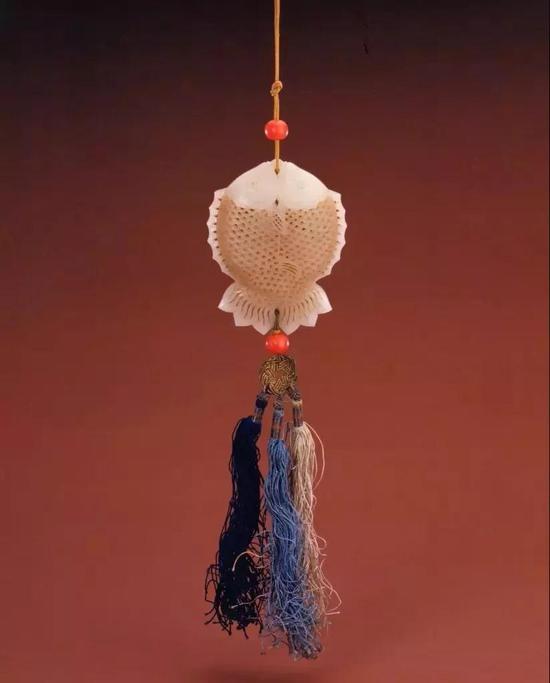 清白玉镂雕双鱼式香囊 故宫博物院藏
