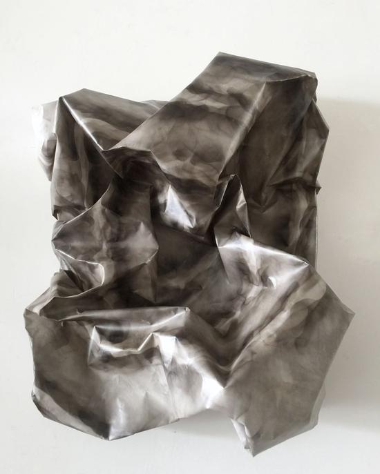 《维度7》 韩行  60x40cm  画框、纸浆、胶膜、烟熏技术  2017