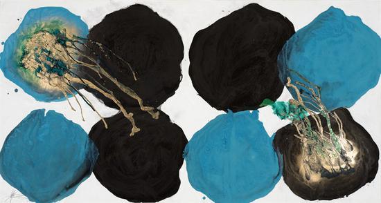 魏立刚  黑蓝孔雀   宣纸、墨、丙烯、漆  96×180cm 2018年