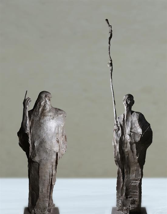 超越时空的对话——意大利艺术大师达芬奇与中国画家齐白石 青铜 达芬奇225*100*65cm 齐白石 人物高210,加拐杖总350*90*65cm 吴为山创作于2012年