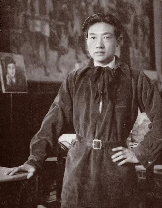 徐悲鸿30年代留影