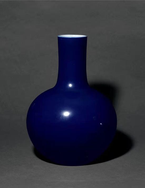 清乾隆霽藍釉天球瓶149.5萬成交