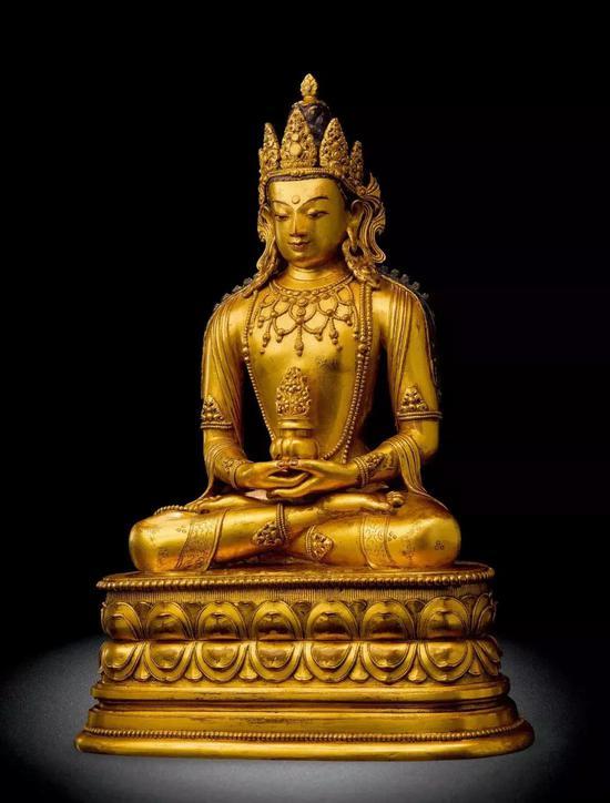 蒙古17-18世纪  铜鎏金无量寿佛  H:35.3 cm  成交价:RMB 8,280,000