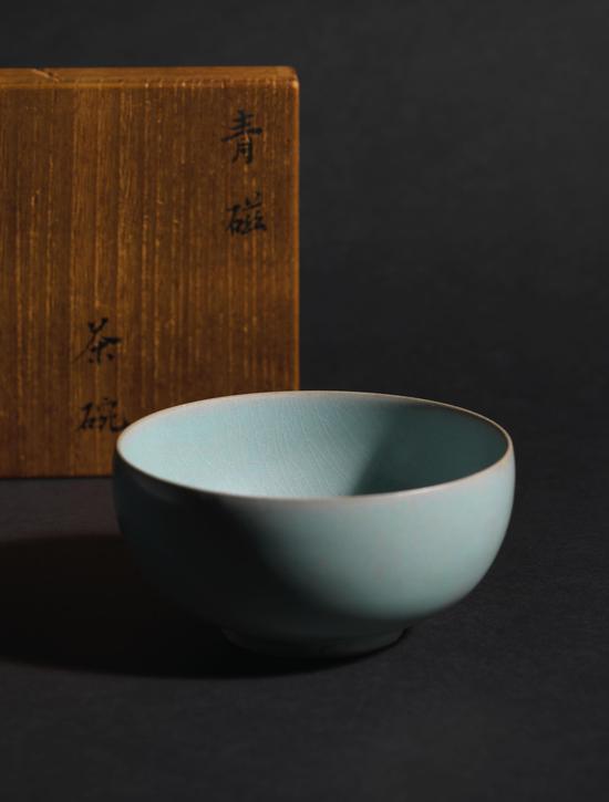 汝窑天青釉茶盏口径 4 吋 (10.2 公分)估价待询
