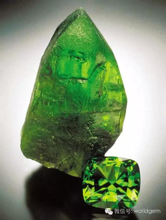 64.57克拉橄榄石与橄榄石晶体   产自:巴基斯坦 科希斯坦