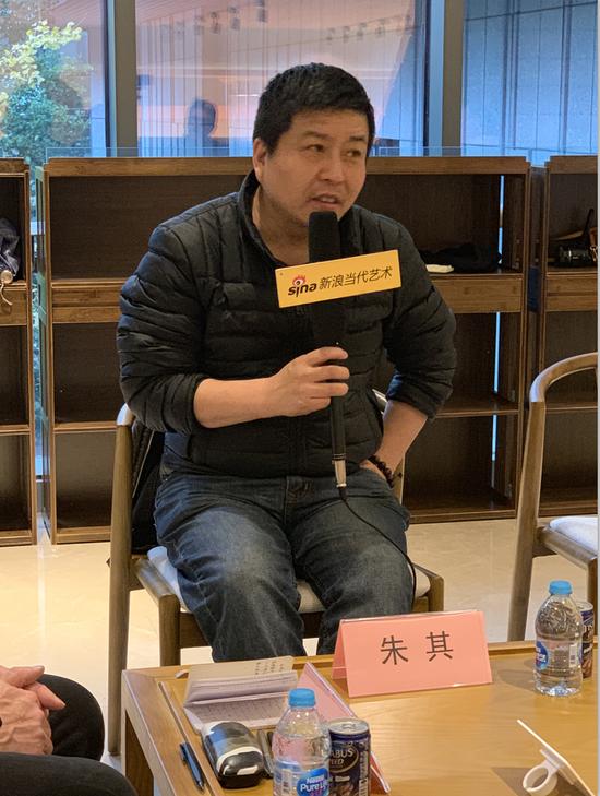 研讨会现场:艺术批评家朱其发言
