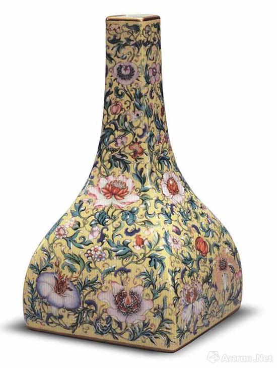 清乾隆 粉彩黄地花卉纹方尊 高26.5厘米