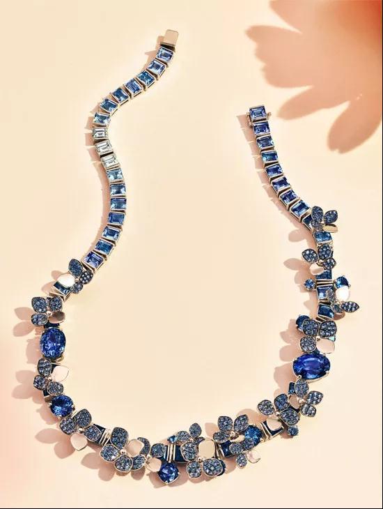 铂金镶嵌总重量超75克拉混合切割蓝宝石项链
