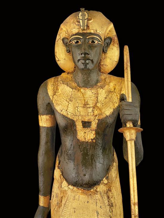 ▲图坦卡蒙雕塑,身披镀金,显示了古埃及人对黄金的崇拜