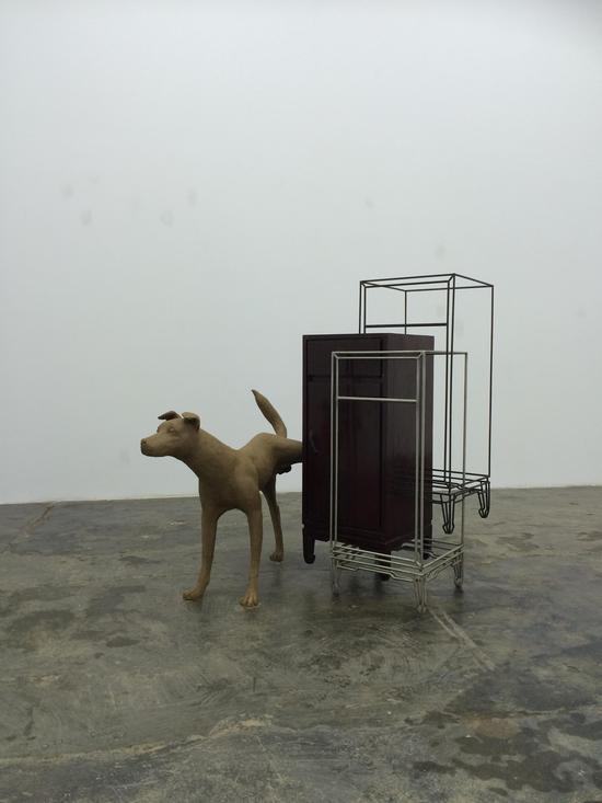 仇世杰,《万亿分之一飞秒的现实》,钢筋、实木柜子、铸铝上色,尺寸可变,2016