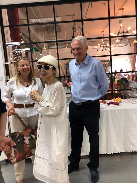 瑞士大使夫人戴惠兰(Marielle de Dardel)、收藏家Ann、阮诗寇博士