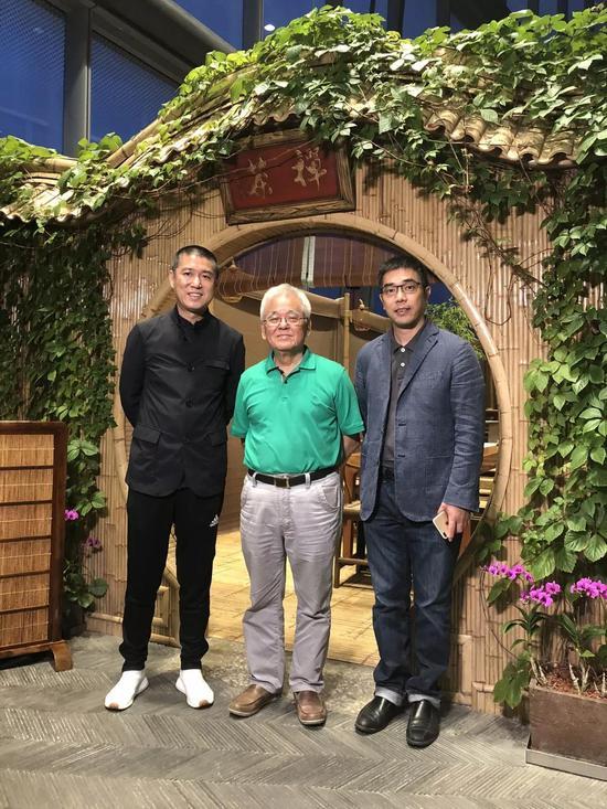 徐政夫(左二)、宝库中华民国开创人兼CEO柳费国(左一)、宝库匠心馆CEO斯海洲(右一)